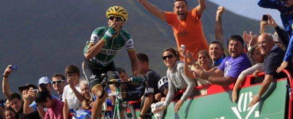 El Caja Rural tocó el cielo con la victoria del andaluz Antonio Piedra en los Lagos de Covadonga (Foto: Mundodeportivo).