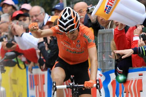 Mikel Nieve celebrando la victoria.