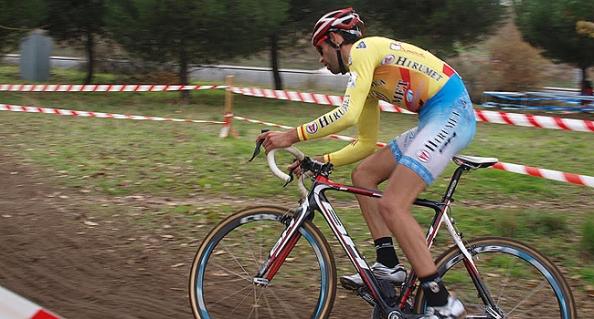 Maillot amarillo durante toda la temporada, Murgoitio cedió en el momento decisivo (Foto: bhbikes.com)
