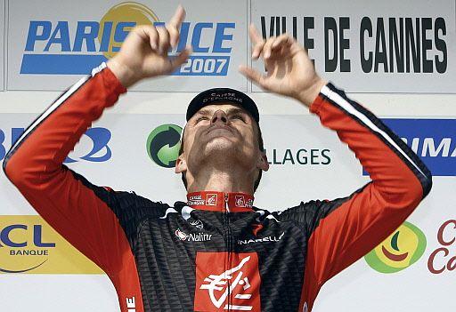 Luisle le dedica su victoria en la París Niza a Isaac Gálvez