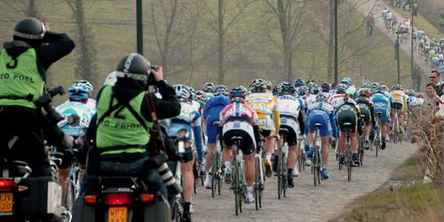 El pelotón, que comenzará compacto, se irá desgranando poco a poco gracias al exigente recorrido (Foto: stijn.linearecta.be).