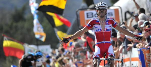 La sensacional victoria de Dani Moreno fue presenciada en la distancia por Gilbert.