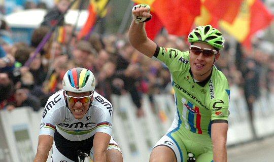 Sagan batiendo a Gilbert el miércoles en Flecha Brabanzona (wielerflits.nl).