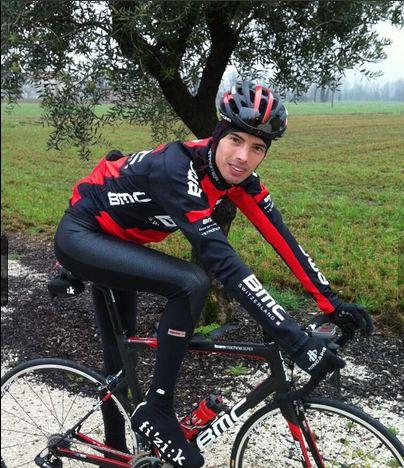 Foto del regreso de Ballan con la bicicleta el nueve de marzo, dos meses después de su grave caída.