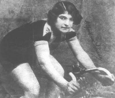 Alfonsina Strada ha sido la única mujer que ha competido en una gran vuelta masculina.