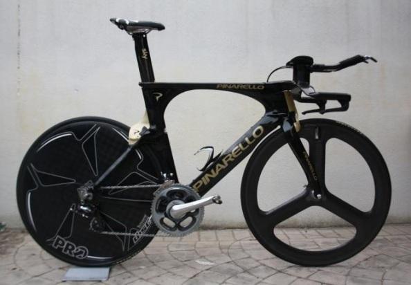 La Pinarello Bolide sustituye a la Graal que tantos éxitos ha ofrecido al Team Sky (foto vía cyclingnews.com)