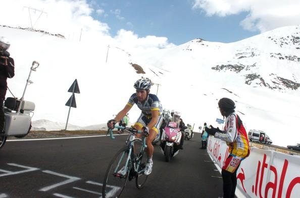 Imágenes de Thomas De Gentd subiendo el Passo dello Stelvio en el Giro del año pasado (foto: cycling-passion.com)