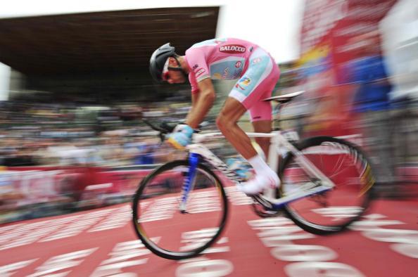 El mago del Giro terminó con todos y cada uno de sus rivales (gazzeta.it).