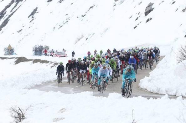 Kangert y Aru han sido los gregarios más fieles y sorpredentes del Giro de Italia 2013 (foto: roadbikeaction.com)