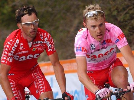 Presente y futuro del ciclismo italiano enfrentados en el Giro de 2004.