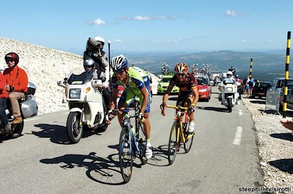 Szmyd y Valverde colaborando en la subida al Mont Ventoux en 2009 (foto: steephill.tv)