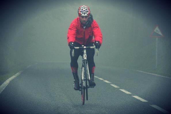 12.- Cima de Herrera. Caballito entre la niebla.  Foto José Arturo Castro