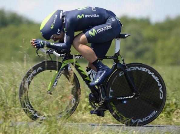 Además de la fuerza de sus piernas, Castroviejo tiene una posición en la bicicleta muy trabajada