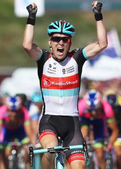 Jan Bakelants sorprendió a todos y se hizo con la etapa y lidertato.