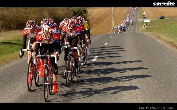 Sastre consiguió el Tour con gregarios de la calidad de los Schleck o Cancellara (foto:wallpaper.com)