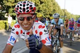 Quintana luce el maillot de la montaña en la última etapa en honor a Soler, que también lo ganó (foto:eluniversal.com)