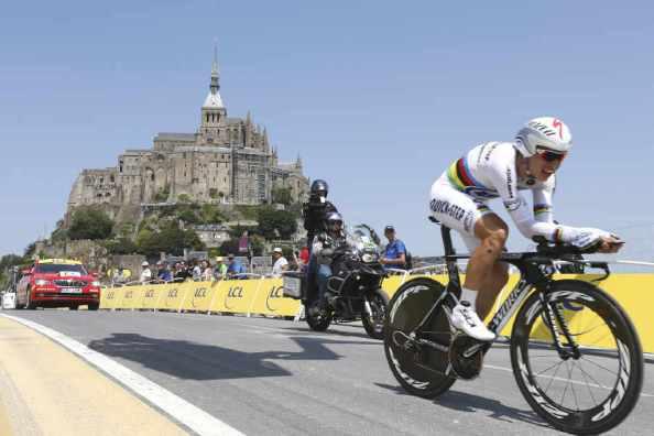 El ganador de la etapa, Tony Martin (OPQ), en la llegada a Mont Saint Michel.