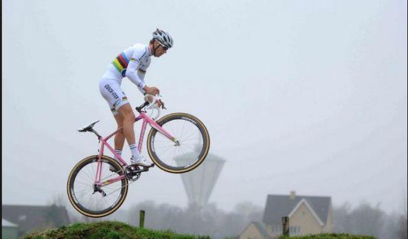 Stybar con el maillot de campeón del mundo de ciclocross (foto:cxmagazine.com)