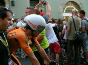 Ion Izaguirre al término de la contrarreloj final en el Tour de Polonia donde fue segundo (foto: Arcadio Naranjo)