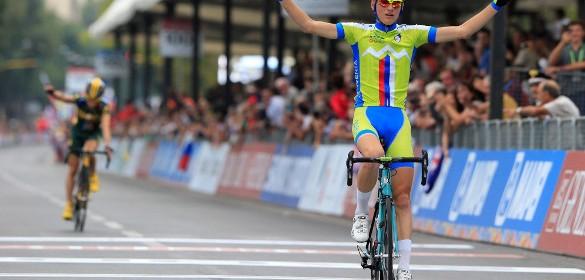 El esloveno levantó los brazos tras su hazaña (Foto: Bettini).