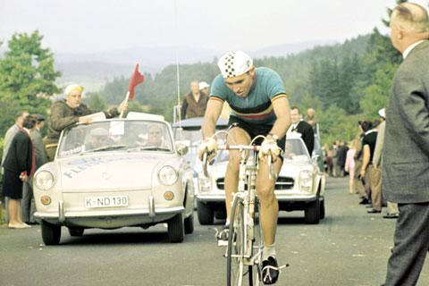 En su primera participación nadie podía imaginar lo que llegaría hacer el mejor ciclista de todos los tiempos en los mundiales.