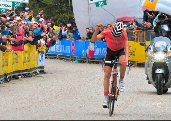 Nieve logró al día siguiente de Antón otra impresionante victoria para Euskaltel (foto:esciclismo.es)