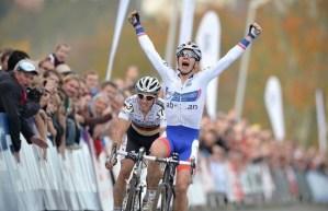 Momento de la victoria de Van der Haar en Tabor (foto:hbvl.be)