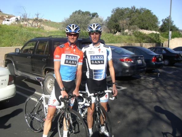 Los Schleck llegaron a acompañar en el podium del Tour a Contador