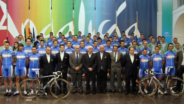 Presentación del equipo ciclista Andalucía 2012 (Foto: EFE- Carlos Díaz)