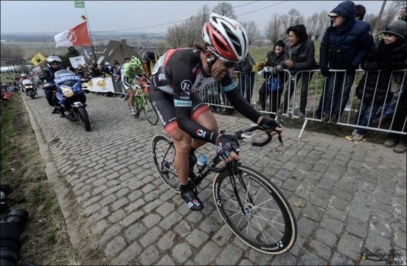 Exhibición de fuerza de Cancellara en Ronde Van Vlaanderen.