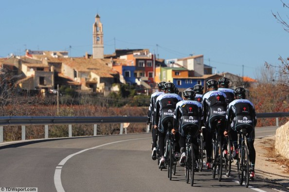 El potente bloque de Omega ha recorrido las carreteras valencianas estos días (foto:Tim de Waele)