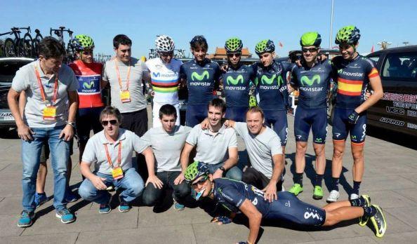 Foto del Movistar Team tras proclamarse mejor equipo World Tour (foto:aldia.cr)