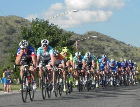 Cada año, las carreteras argentinas se llenan de estrellas de las dos ruedas (foto:deportessanluis.com)