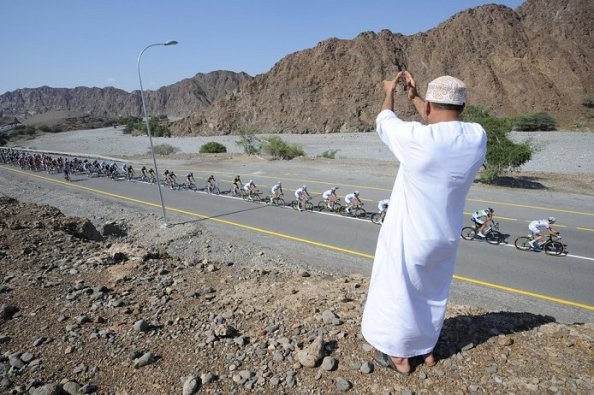 2013_tour_of_oman_stage1_peloton1a