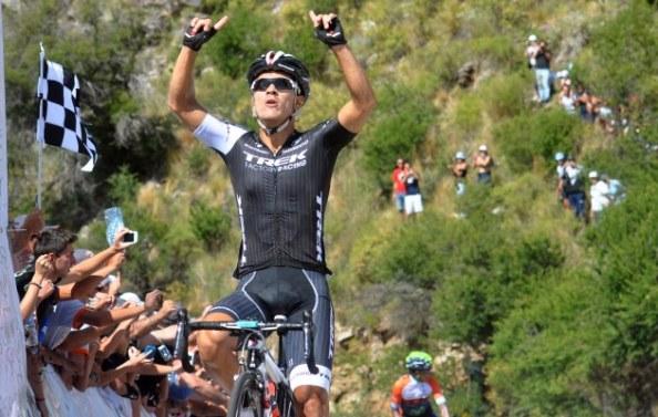 Arredondo (TFR) celebrando la victoria en la sexta etapa del Tour de San Luis.
