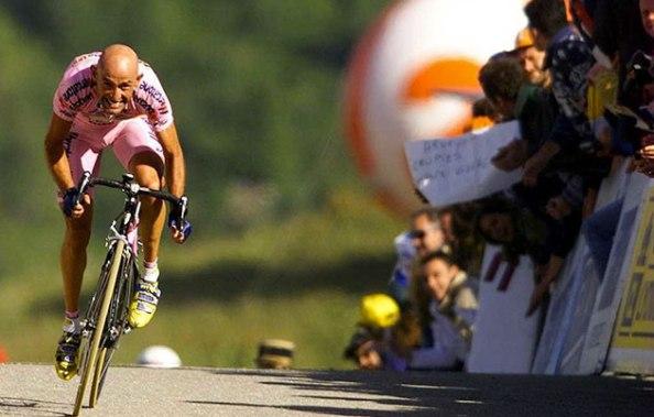 Marco Pantani llegando en solitario a Courchevel (foto:iwrite.es)
