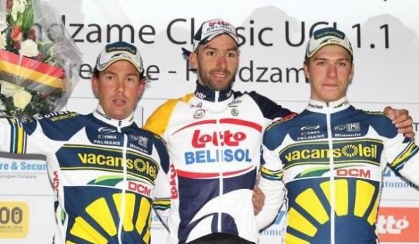Dehaes acompañado en el podium con Van Hummel y Van Poppel (foto:esdeporte.net)